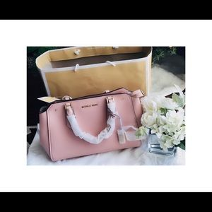 NEW Michael Kors Hayes LG satchel leather
